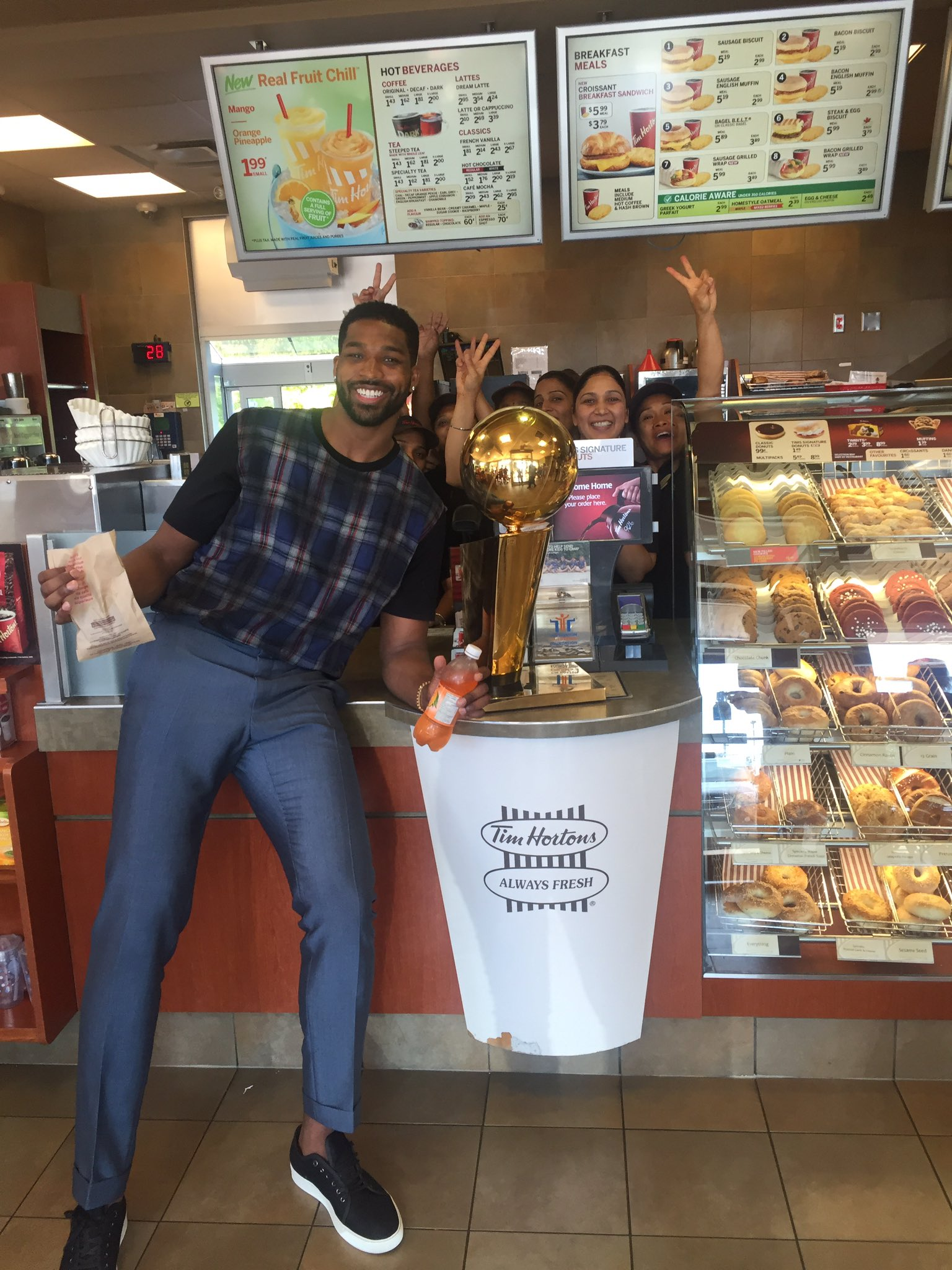 I saw Sidney Crosby brought the Stanley Cup to @timhortons so only right I brought Larry!! ���� https://t.co/Rac0JT9KcB