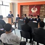 Estudiantes presentan libro en la #FeriaDeLosAprendizajes en el Colegio Adventista #JSMTrujillo #JuntosSomosMejores https://t.co/MBKx6RUg2A