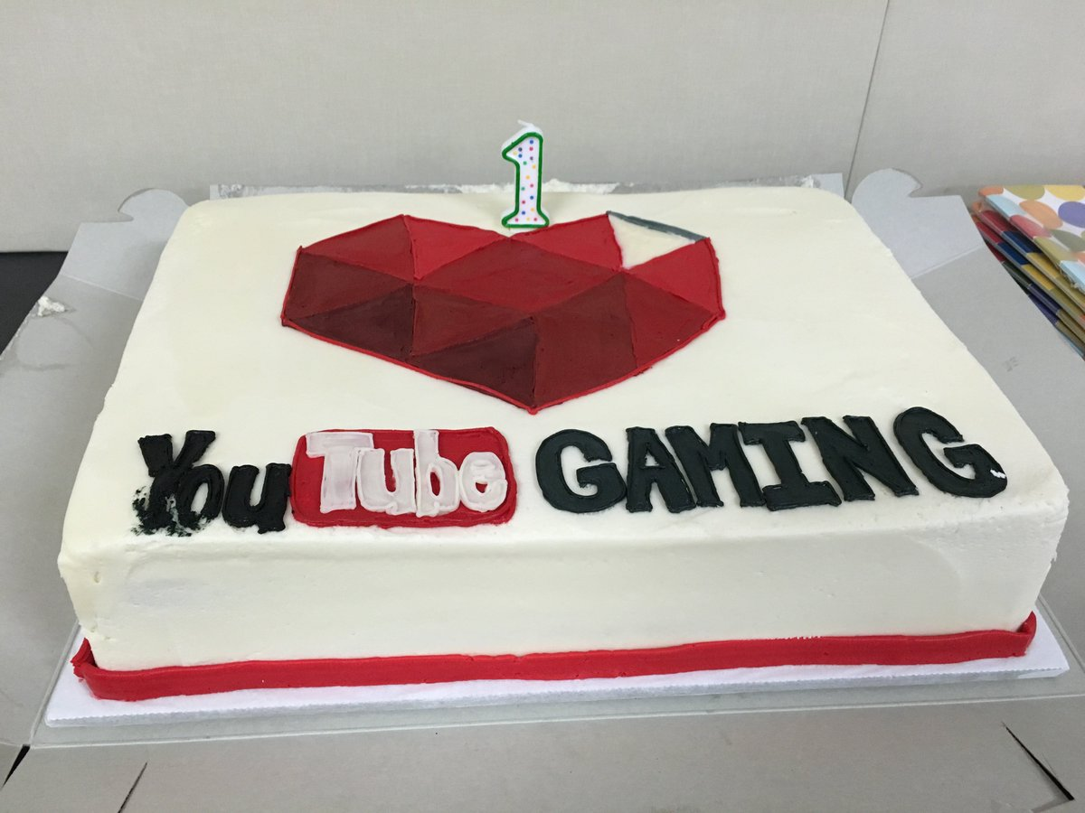 "Happy Birthday, @YouTubeGaming. Everyone go use ""Stream now"" :D :D :D haha https://t.co/c8cnMyay4O"