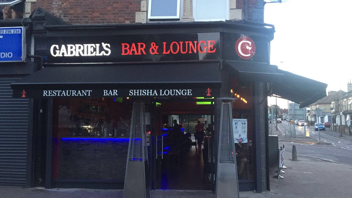 My mate owns a bar on 65 Vicarage Road, arsenal fans are welcome, 5 mins from away end. #arsenal #drinking #beers https://t.co/3pekeSt7jc