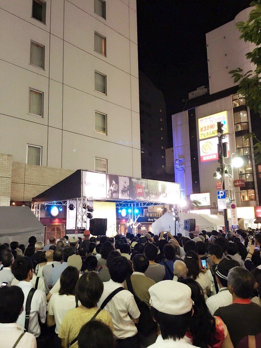 中洲ジャズ、最高ー!!フラプラ横田さんとのYellowStage、大変な盛り上がりでした\(^o^)/また来年もお邪魔できますように!! https://t.co/eNl2ViDkCT
