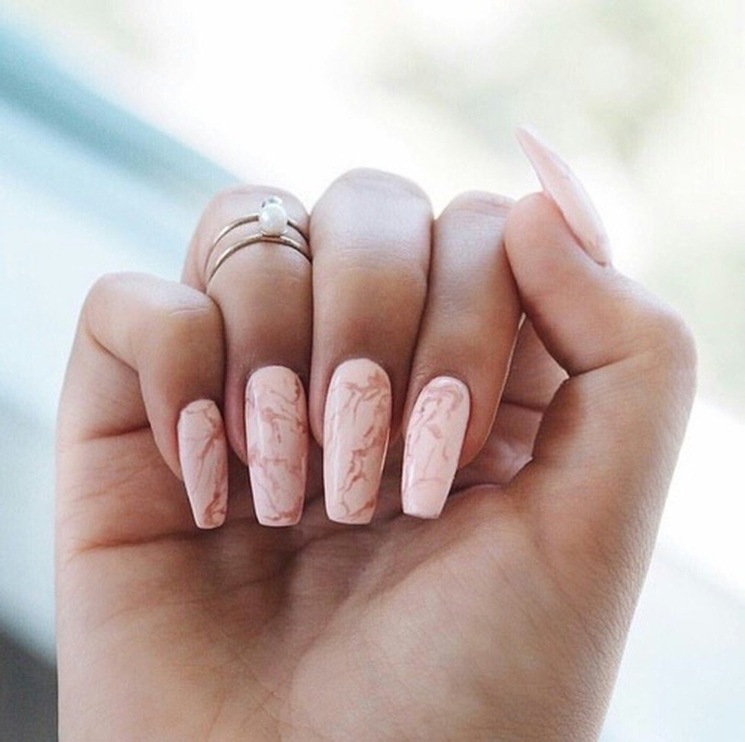 Pink marble nails 👆 err\'thing 😍💅 #nailgoals #nailinspo #marble ...