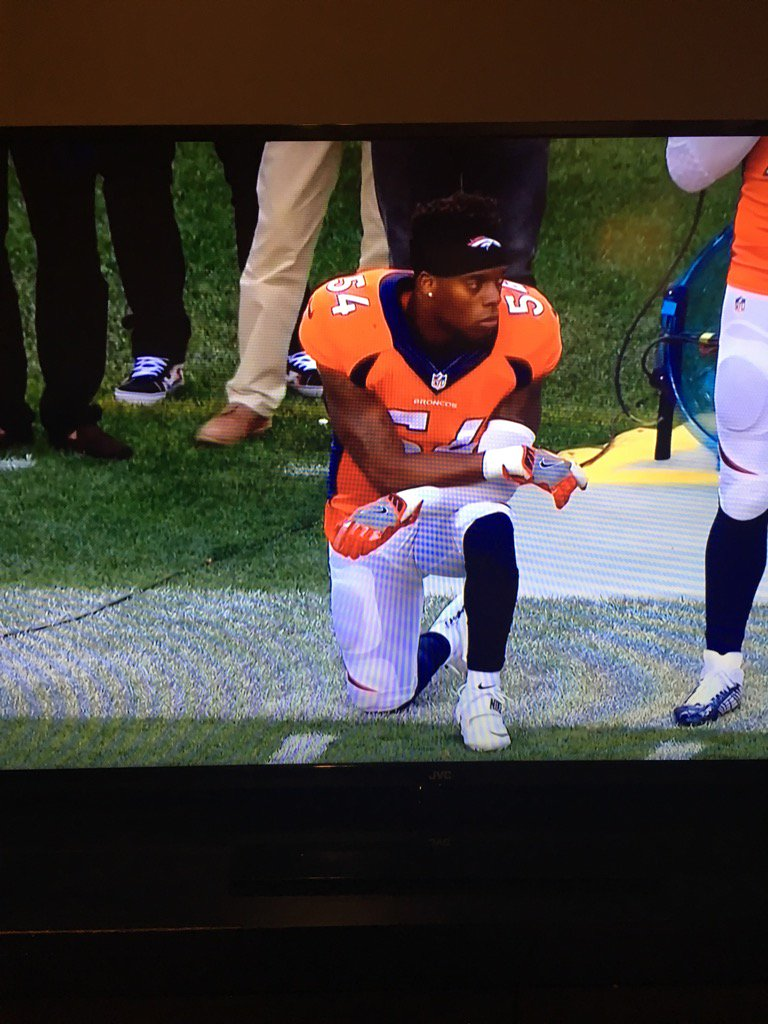 Broncos LB Brandon Marshall on one knee during anthem. https://t.co/Hd9xzhUBfd