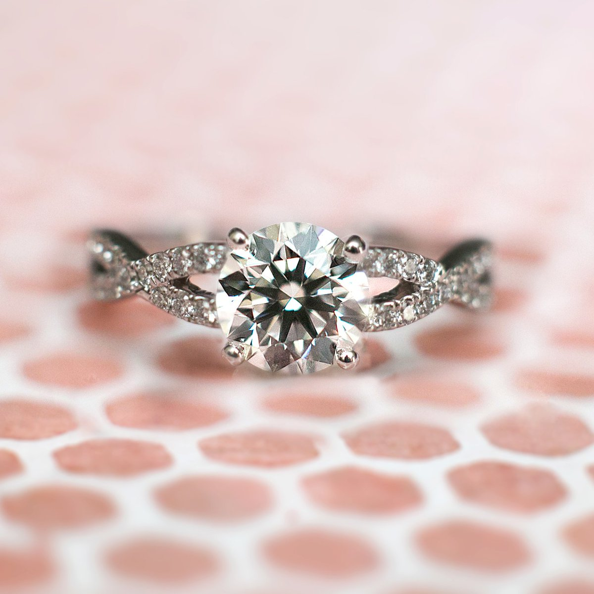She is sure to say YES to these diamond rings https://t.co/uP2J6u2FpT https://t.co/bwPHYjMXWq