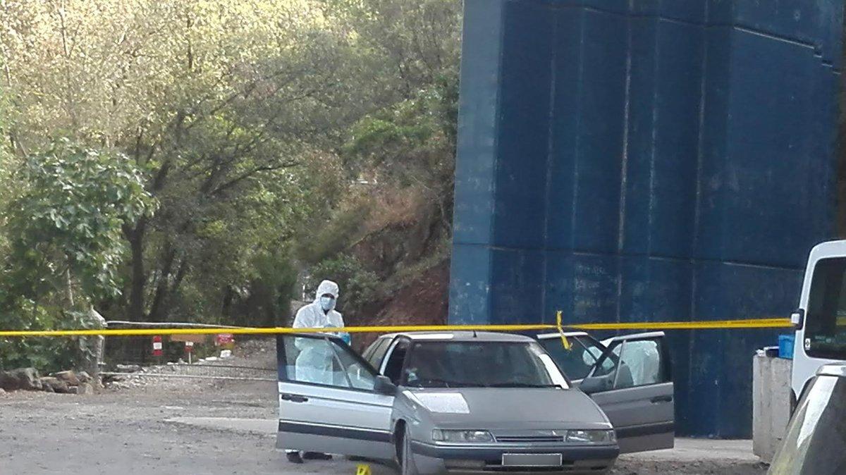 🔴 #Lodève : une voiture remplie de bonbonnes de gaz retrouvée sous un pont de l'#A75. https://t.co/tIn3jen5ze