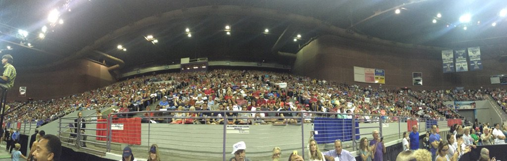 12,000-seat Pensacola Bay Center (seats/floor) is full https://t.co/bCWjr7G8lC