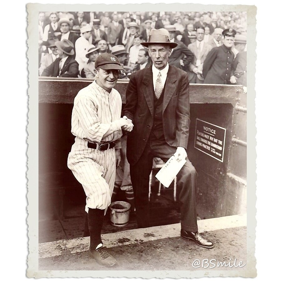 Superb HOF Skippers Shake Hands ~ NY #Yankees Miller Huggins & Philadelphia A's Connie Mack (September 9, 1928) #MLB https://t.co/BhnN0PgYuQ