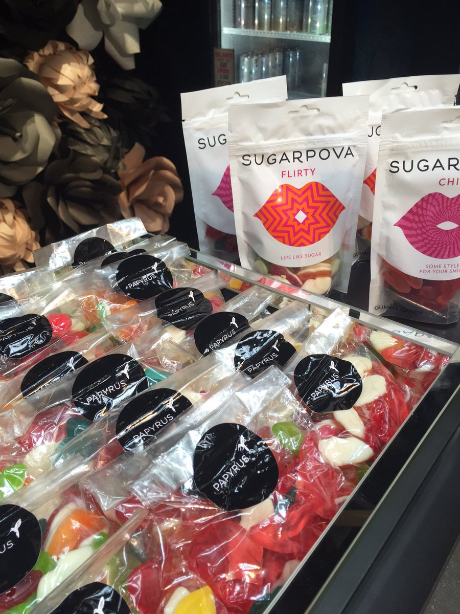 RT @Sugarpova: Sweet treats for the @NYFW show-goers at the Papyrus Cafe at Moynihan Station.  #NewYorkFashionWeek @Papyrus_Online https://…