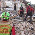 Trovare tutti i #sopravvissuti al #terremoto: l'impegno di #alpini e #speleologi del #CNSAS. Alle 11.30 in diretta. https://t.co/ivGdJfuzsg