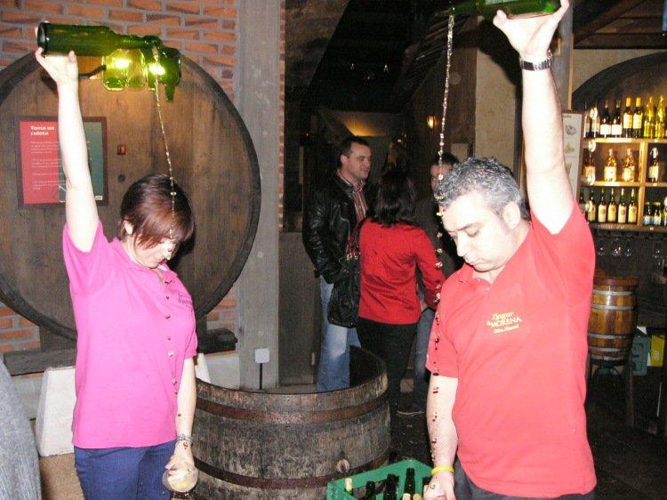 Cider is a pride of Asturias Spain, & autumn is apple season!