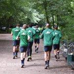 Die Mannschaft absolvierte heute Nachmittag eine Laufrunde. #Werder #Training https://t.co/HmlhcZ1fiA