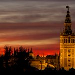 """""""...y Sevilla"""", nunca un verso dijo tanto en tan poco. Tal día como hoy de 1874 nació en #Sevilla #ManuelMachado https://t.co/9JHi3psFH1"""