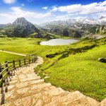 Hoy #lavuelta pasa por el espectacular Mirador del Fito y los bellos Lagos de Covadonga #LV2016 #asturias @lavuelta https://t.co/XeBOgejggq
