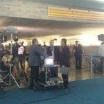 Impeachment: equipes de TV se preparam para a fala de Dilma aos senadores https://t.co/9BYS5GQbUD #G1 https://t.co/r7nwMLjVaK