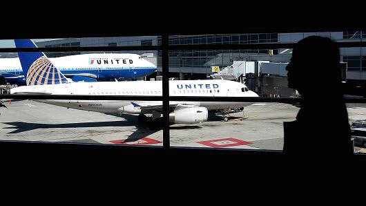 United Airlines pilots held on alcohol charge in