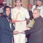 Here it is ...Receiving Rajiv khel Ratna award 🏅  from honble president at rashtrapati  Bhavan.. #awardceremony☺️😊 https://t.co/6CrrX5Gnp6