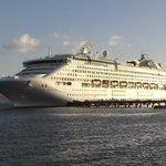 Australian Police arrest 3 Cdn cruise ship passengers on charges of drug smuggling: https://t.co/uQDGigYLYY #ldnont https://t.co/DAWQwVMdBE