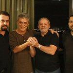 #TODOSJUNTOSCOMDILMAPELADEMOCRACIA Lula, Chico Buarque, Guilherme Boulos,João Paulo acompanharão o discurso de Dilma https://t.co/lrRxko4Vdy