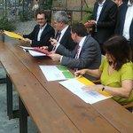 Stadt-/ Staatsakt in #Dresden: Rot-Grün-Rot-Bündnis unterschreibt Vertrag 2.0 für Ratsarbeit bis 2019 #R2G https://t.co/sxIV9p0O7b