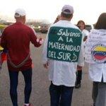 Salen de Valencia hacia Caracas, a pie, medicos pidiendo por salud de los venezolanos,viene a la Toma de Caracas. https://t.co/Quu54W7YGq