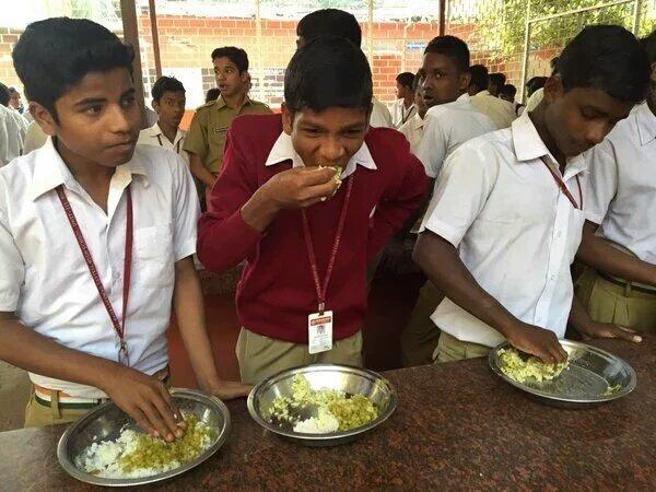 #Dato: 66 millones de niños en escuela primaria en el mundo van a clases con hambre. ¡Las #ComidasEscolares ayudan! https://t.co/6auaT2aXl8
