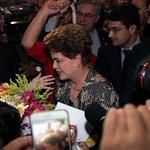 Imagem de Dilma Rousseff chegando ao Senado, onde começará em instante seu depoimento. Siga: … https://t.co/9jSBlpO8Yd
