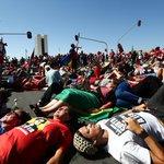 g1: Manifestantes contrários ao impeachment de Dilma fazem deitaço em Brasília https://t.co/easTqLiwPK #G1 #pol… https://t.co/TffVrlVt0T