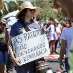 As ratazanas estão devorando a democracia. #PelaDemocracia Fotos: Mamana Foto Coletivo https://t.co/YVd1vUnOjB