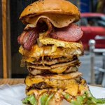 How does one eat this BURGER!!! https://t.co/mO4UQuUpaT