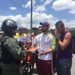 GNB nos tiene retenidos llegando a bohio saliendo de #Valencia. Tienes órdenes de no dejarnos llegar a #Caracas https://t.co/iWK3rlvKNJ