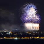 Fireworks at the end of @edintfest from across the water in Burntisland #Edintfest #VMFireworks #edinburgh https://t.co/zjTdBCNAIJ