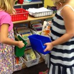 The classroom library opened today! We got our book buckets & got to shop for books! 😀 #livLAP https://t.co/3WlPAA5OQB