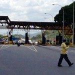 #ATENCIÓN #29Ago de 4 canales en peaje GUACARA #Carabobo cierran 3 para retención de tránsito ¡el miedo es gigante! https://t.co/QMwQkU7I0N