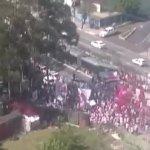 Hinchas invaden el campo del Sao Paulo y agreden a los jugadores ▶️ https://t.co/iWBaB9ynf0 https://t.co/pP5p9r4Jtk