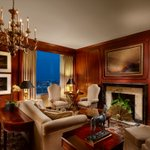 We think youll settle in just fine. #PresidentialSuite #ICMarkHopkins #SanFrancisco https://t.co/ZVgYkUuUS8
