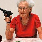 Avó: toma lá 20 euros para comprares um gelado Eu: não é preciso... Avó: https://t.co/AZv60WxRQs