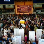 11.40 Suasana hari pertama Job Market Fair 2016 di DOME BSCC. Tersedia jalur untuk SMU/SMK dan SARJANA, Foto: Irvan https://t.co/8ndZKI4pOw