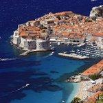 #Dubrovnik beaches range from the sandy pebble of #Banje Beach to rocky cliffs of #Lokrum. #CroatiaFullOfBeaches https://t.co/EjWUknYkJQ