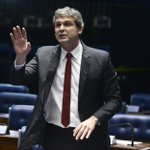 A esquerda de Lindinho #impeachment - https://t.co/2TTq7J5syY https://t.co/O8rE5gz4NR