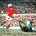 #ManUniteds #GeorgeBest v #SheffieldWednesdays #RonSpringett (1965); #MUFC #SWFC https://t.co/vRjQVBScwV