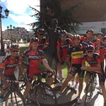 #LV2016 now thats a photo! The guys had a pit stop at the Samuel Sánchez monument in Oviedo. #GrandeSamu https://t.co/9aLxephije