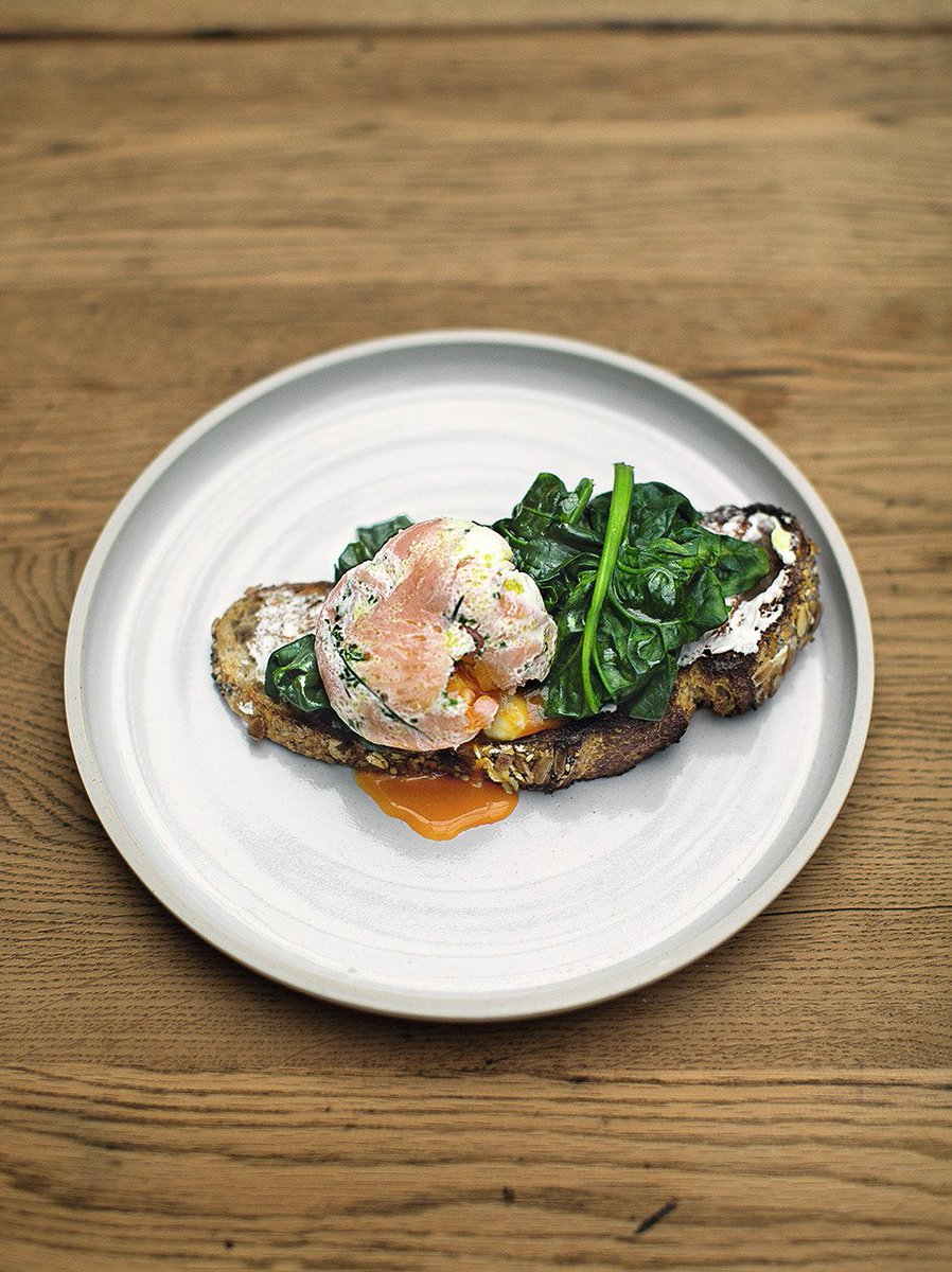 A great brekkie idea - #FamilySuperFood herby smoked salmon poached eggs https://t.co/ylb6gewTUM #recipeoftheday https://t.co/5IV1neDvic