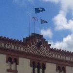 Ayto. @gijon apuesta ya por el enfrentamiento civil izando la bandera asturnazi con estrella roja @carmenmoriyon https://t.co/s63d2Tv6fV