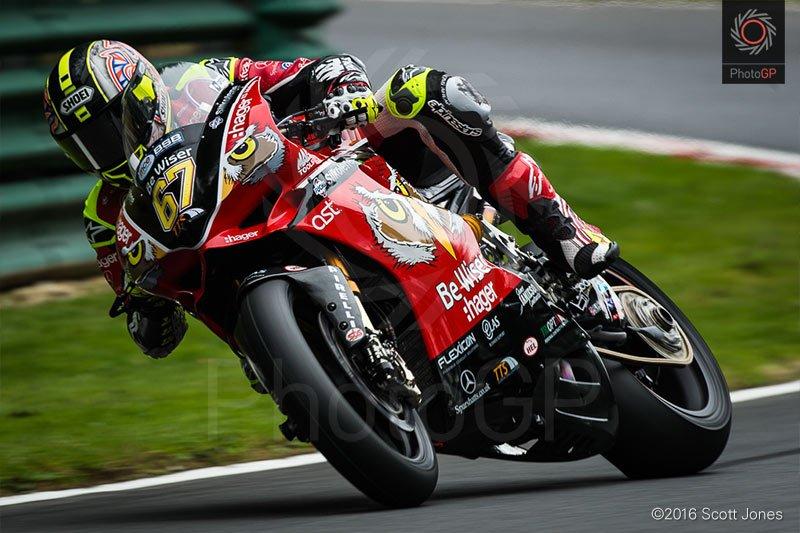 One of my favs from @OfficialBSB   @67Shakey leaves his mark on @CadwellPark. @DucatiUK @DucatiMotor @DucatiUKRacing https://t.co/9bOtdRoMxL