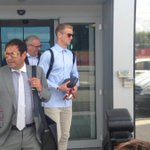 Heres Joe Hart arriving in Turin to sign for Torino. Looks glum, but typically dandruff-free. What a bloody champ. https://t.co/vRaIZHJi49