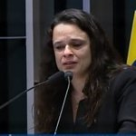 Janaína chora. Gleise está no celular #impeachment >> https://t.co/8a4lNq59RP https://t.co/hjArijdKu8