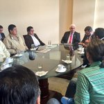Alcalde @CholaCabrera se reúne con representantes de la Unión de Taxistas del Azuay. https://t.co/0L2GZjScgR