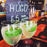 The perfect #summer refresher the HUGO- prosecco, elderflower and mint £5 #pub #drinks #Hove @drinkinbtn https://t.co/oYntmmqHOC