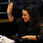 ATENÇÃO: Fala de Janaína Paschoal provoca a nulidade total do processo de impeachment https://t.co/nci3fQwqe6 https://t.co/301uP3zD1X
