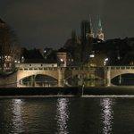Wenns endlich dunkel wird und kühl:So schön schimmert Nürnberg bei Nacht. Zum Beispiel auf der Maxbrücke. #Nürnberg https://t.co/nCEeevcqWt